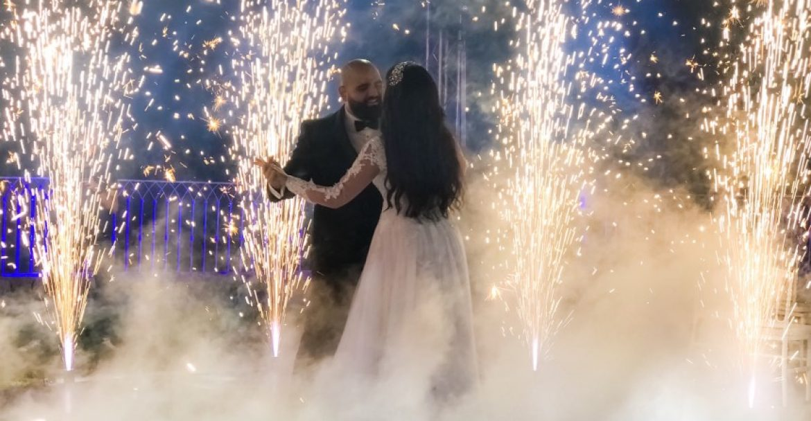bride-and-groom-dancing-between-fog-and-fireworks-nominated-by-mirza_t20_kRYLVr